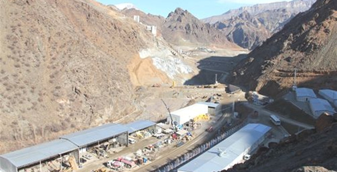 Baraj inşaatından düşen işçi öldü