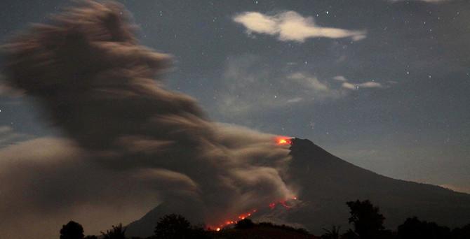 Sinaburg lav püskürtüyor
