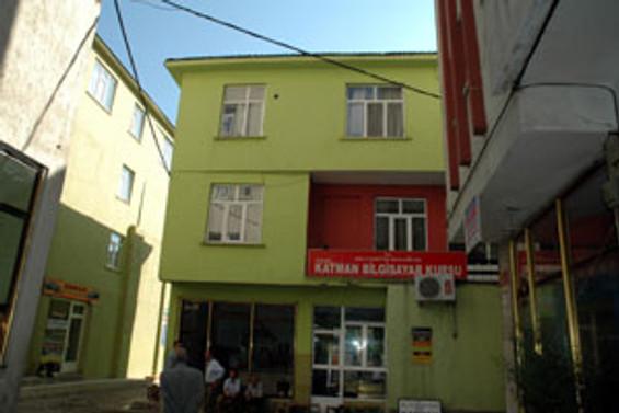 AK Parti binasına roketli saldırı