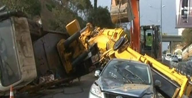 Vinç kazası trafiği felç etti!