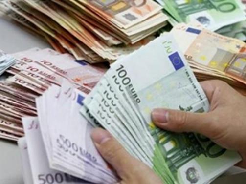 Suriyelilere 800 milyon euro yardım