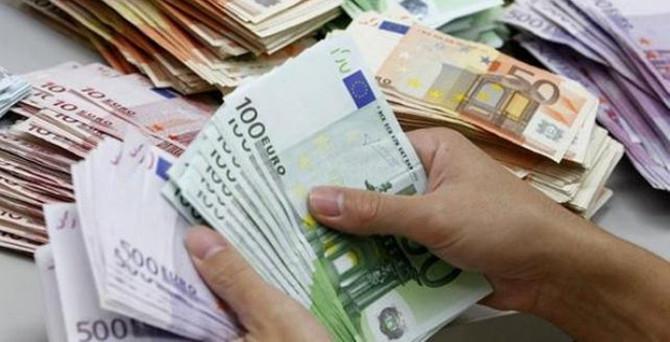 Euro Bölgesi'nde dış ticaret fazlası 24 milyar euro