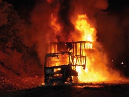 İstanbul'da 20 araç yakıldı