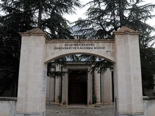 Süleyman Demirel Demokrasi ve Kalkınma Müzesi açıldı