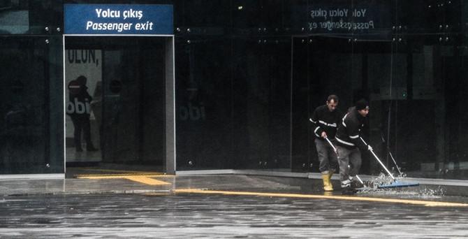 İstanbul yağış ve fırtınaya teslim oldu