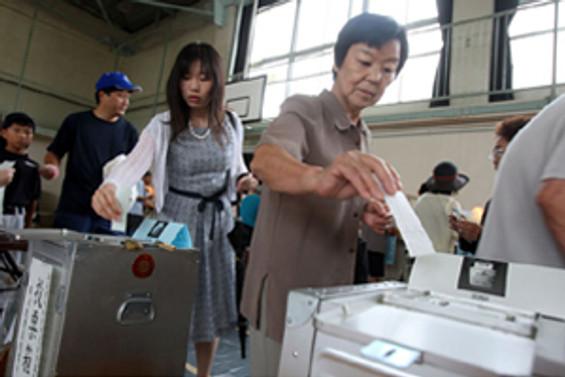 Japonya'da merkez sol çoğunluğu kaybetti