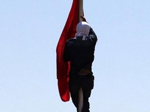 Adana'da Türk bayrağını indiren zanlı yakalandı!