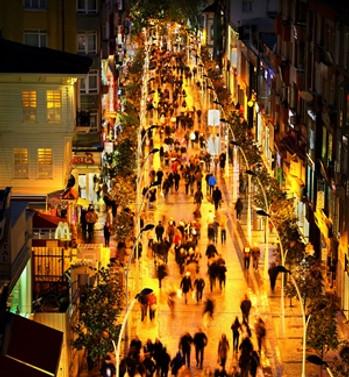 """UEDAŞ, """"Şehrin Işıkları""""nı yansıttı"""