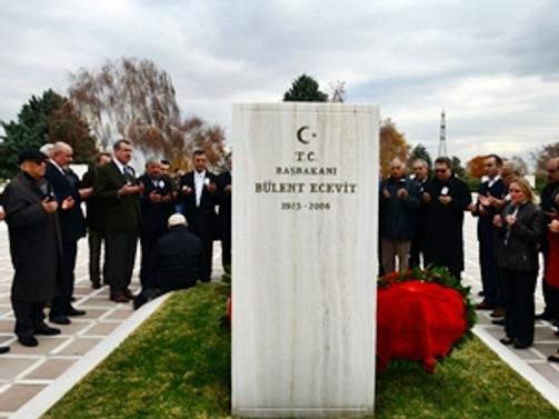Ecevit mezarı başında anıldı