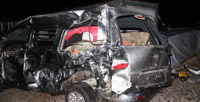 4 araç birbirine girdi: 2 ölü, 16 yaralı