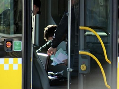 Metrobüste şüpheli çanta paniği