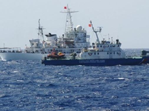 Vietnam'da iki gemi çarpıştı
