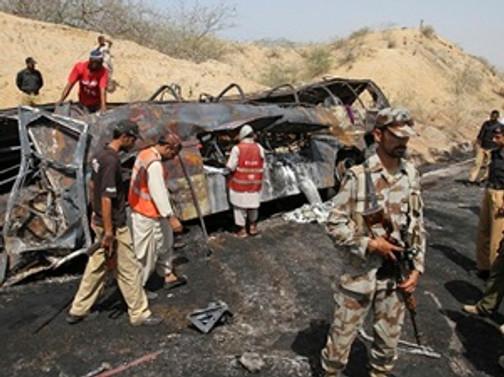 Yolcu otobüsü kamyonla çarpıştı: 56 ölü