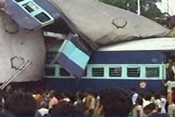 Hindistan'da tren kazası: 61 ölü