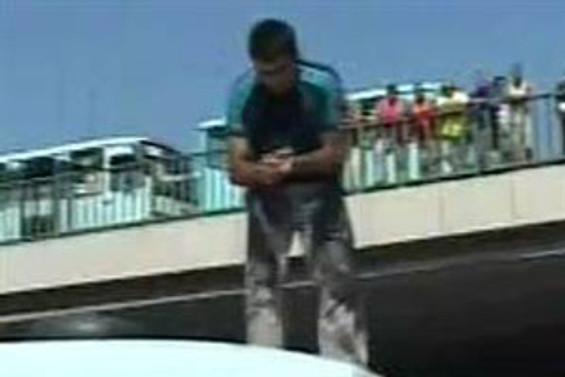 Eylemci minibüsçü E-5'i trafiğe kapattı