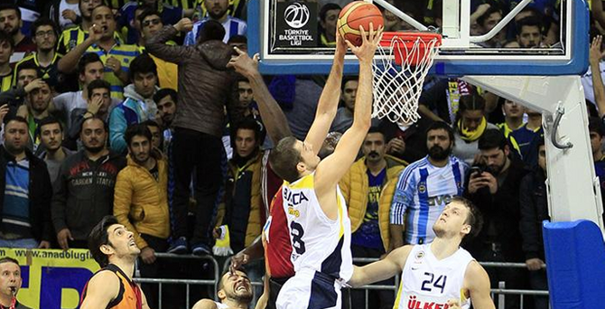 Derbi'nin güleni Fenerbahçe