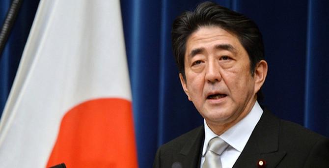 Abe, vergi zammını erteledi