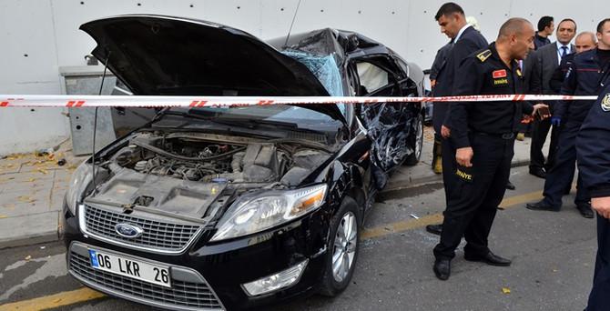 AK Partili vekil, Genel Merkez önünde kaza yaptı