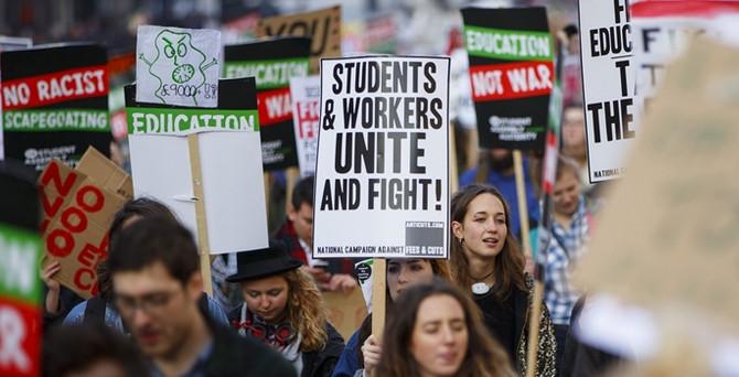 Londra'da 'ücretsiz eğitim' protestosu