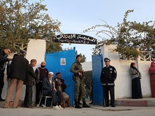 Tunuslular sandık başında