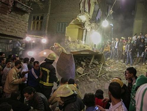 Mısır'da bina çöktü: 12 ölü
