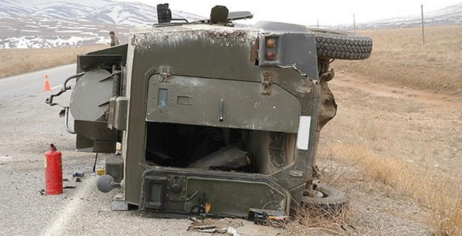 Askeri araç kaza yaptı: 1 şehit, 2 yaralı
