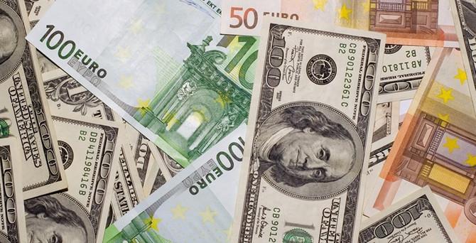 Euro/dolar 27 ayın dibinde