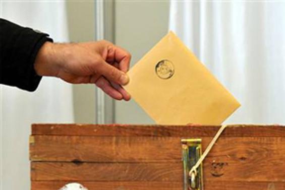 Komşu, yerel seçim için oy veriyor