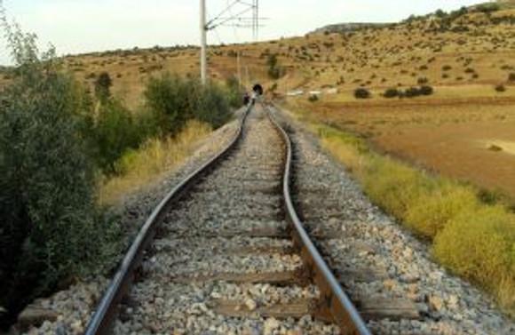 Sıcaklar, tren devirdi