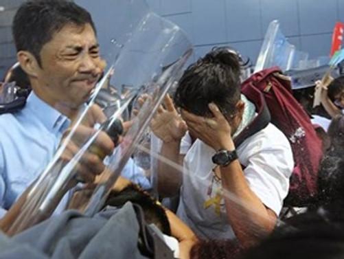 Göstericiler polisle çatıştı: 40 gözaltı