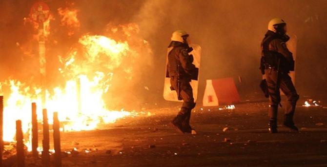 Komşu'da göstericilerle polis çatıştı: 15 gözaltı