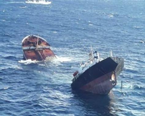 Yük gemileri çarpıştı: 9 kişi kayıp