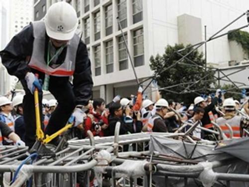 Hong Kong'da protestocuların kampı kaldırılıyor