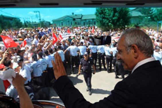 Bakanlar protesto edildi