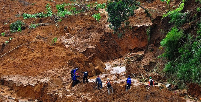 Endonezya'daki heyelanda 79 kişi öldü