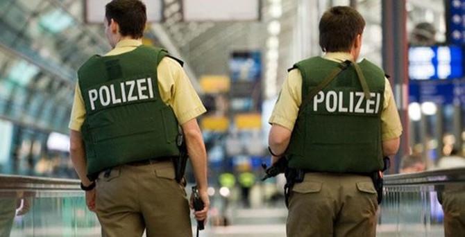 Almanya'da 3 Türk casusluktan tutuklandı