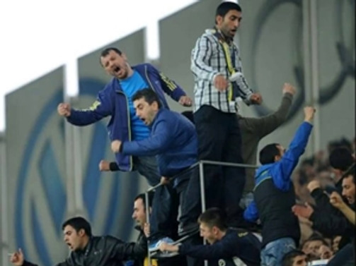 İki Fenerbahçeli bıçaklandı!
