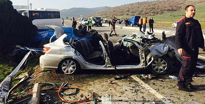 İzmir'de feci kaza: 6 ölü!