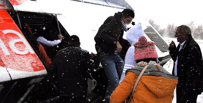 Kazadan kurtulan turistleri bagajdan tahliye ettiler