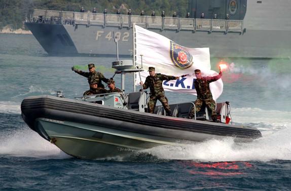 Aden  Körfezi'nde komutan Türkiye