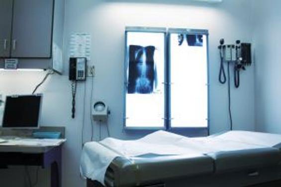 Özel hastanelere 100 yatak şartı
