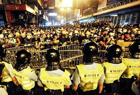 Hong Kong protestolar sürüyor: 37 gözaltı