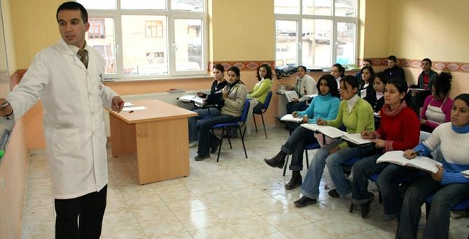 AYM: Kişilerin eğitim hakları sınırlanamaz