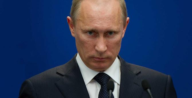Putin kendi maaşını düşürdü