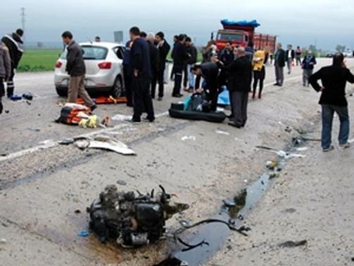 Yolcu otobüsüyle kamyonet çarpıştı: 2 ölü, 3 yaralı