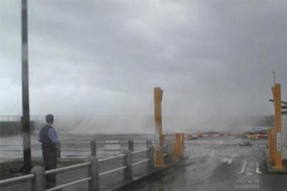 Japonya'daki tayfun ulaşımı vurdu