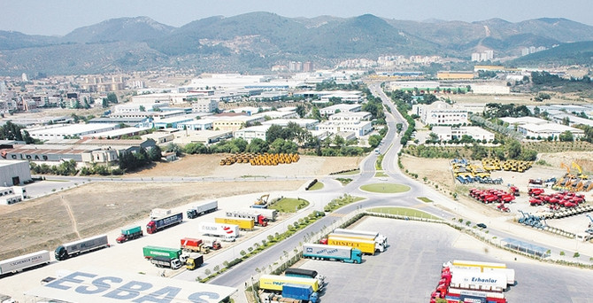 Ege Serbest'te ticaret küçülüyor, sanayi büyüyor