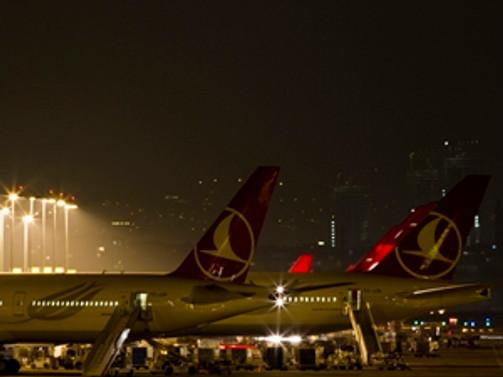 Yoğun sis uçak seferlerini iptal ettirdi