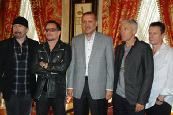 U2'dan Erdoğan'a kırmzı Ipod