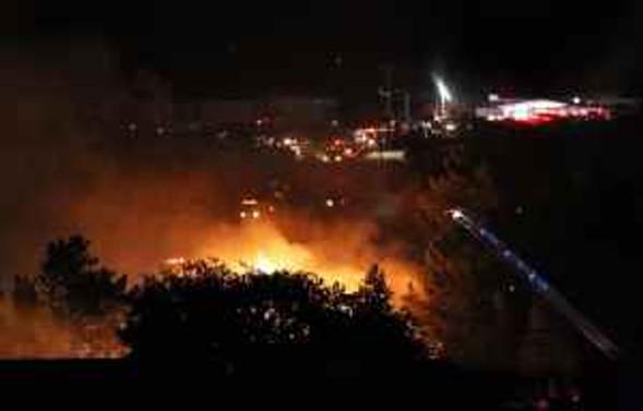 Gizemli patlama 53 evi yıktı
